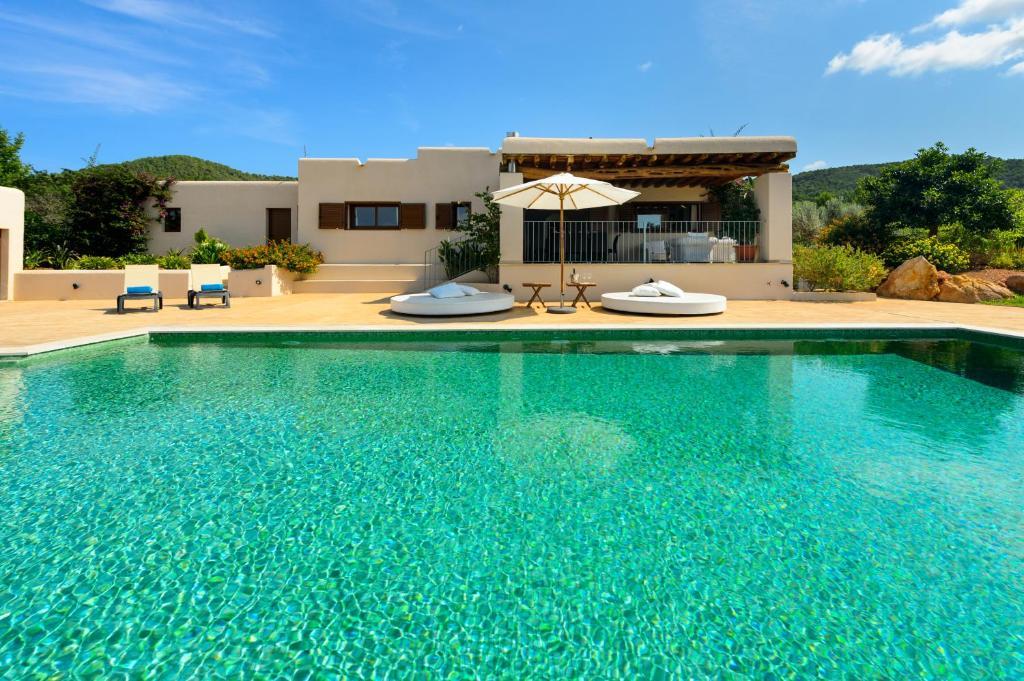 The swimming pool at or near Villa Luna