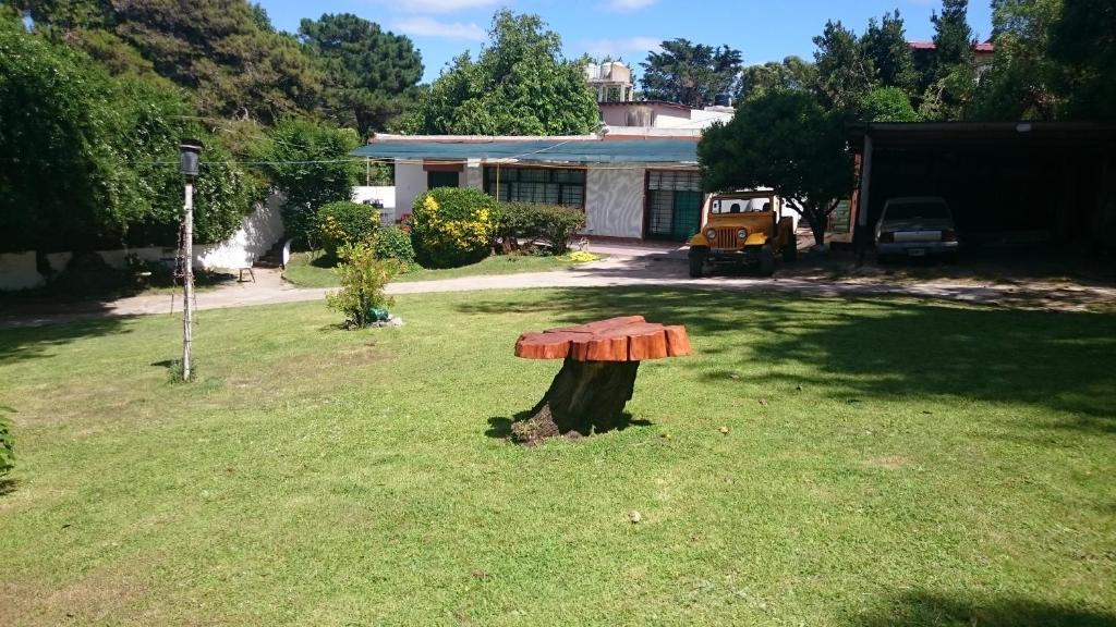 Un jardín fuera de Hospedaje aiello