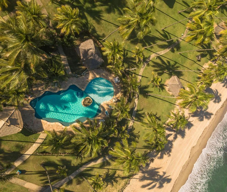 A view of the pool at Pousada Xalés de Maracaípe or nearby