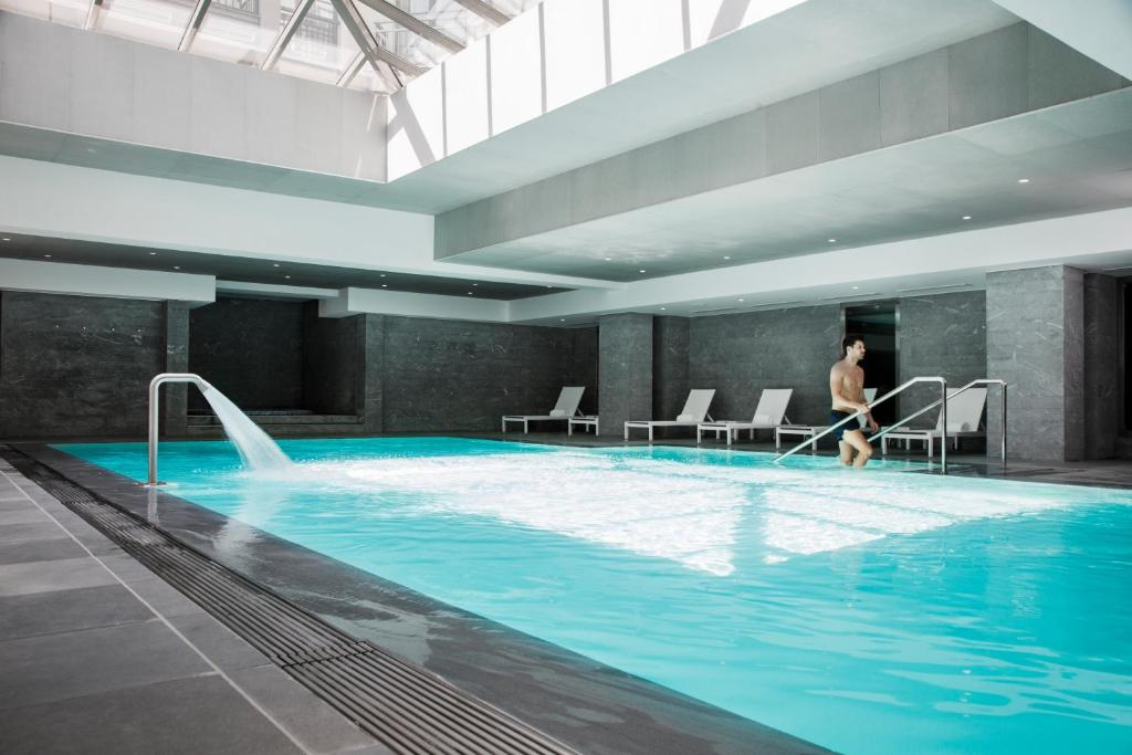 The swimming pool at or close to Relais Spa Chessy Val d'Europe