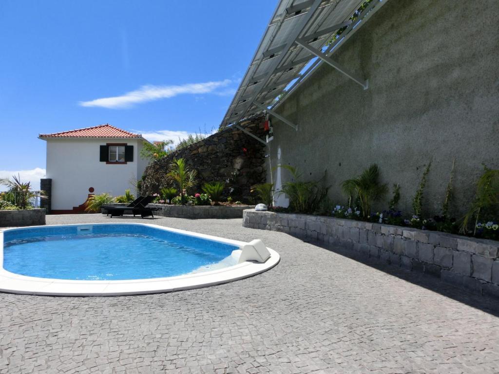 A piscina em ou perto de Casa da Ladeira