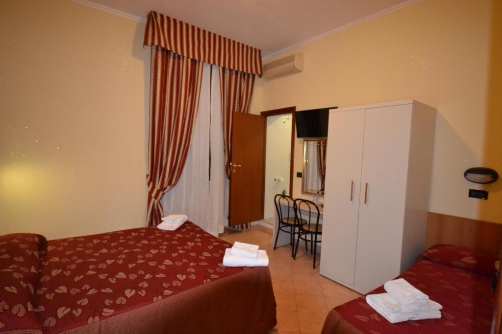 A bed or beds in a room at Hotel Ferrarese