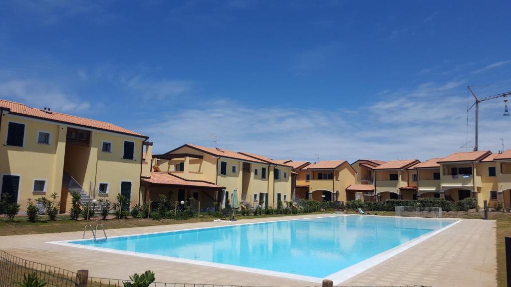 Residence con piscina Baia delle Mimose, Badesi, Italy ...