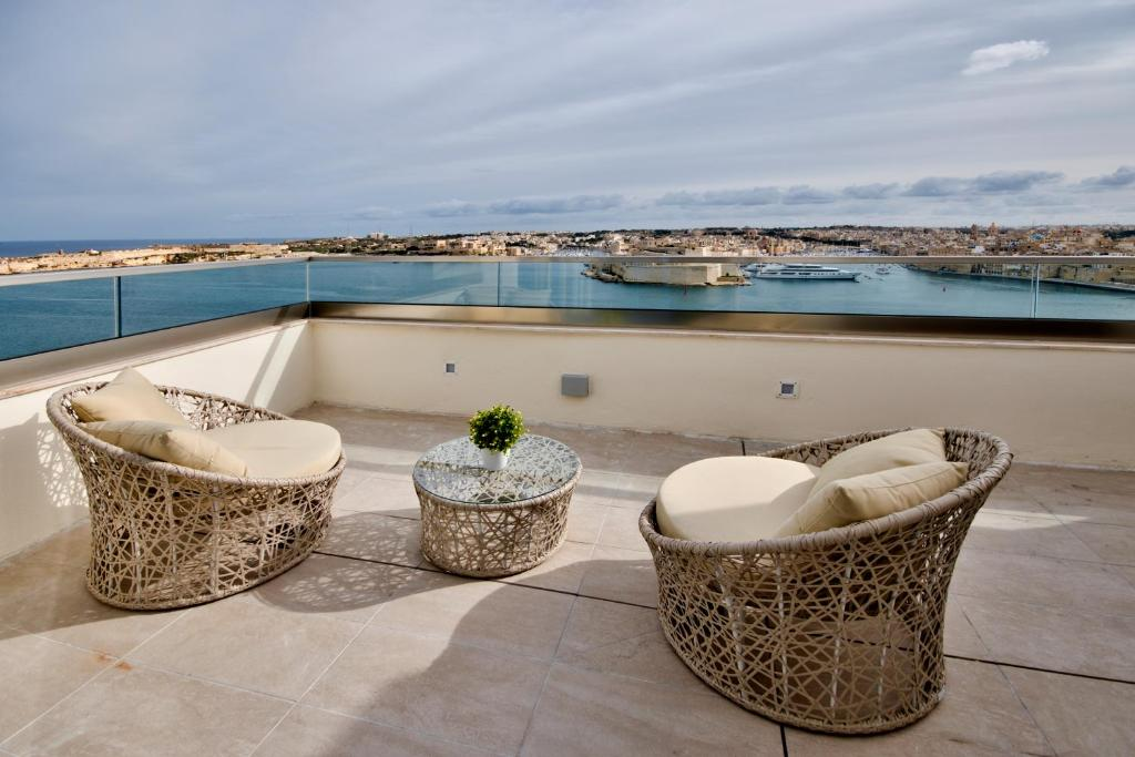 A balcony or terrace at The British Suites