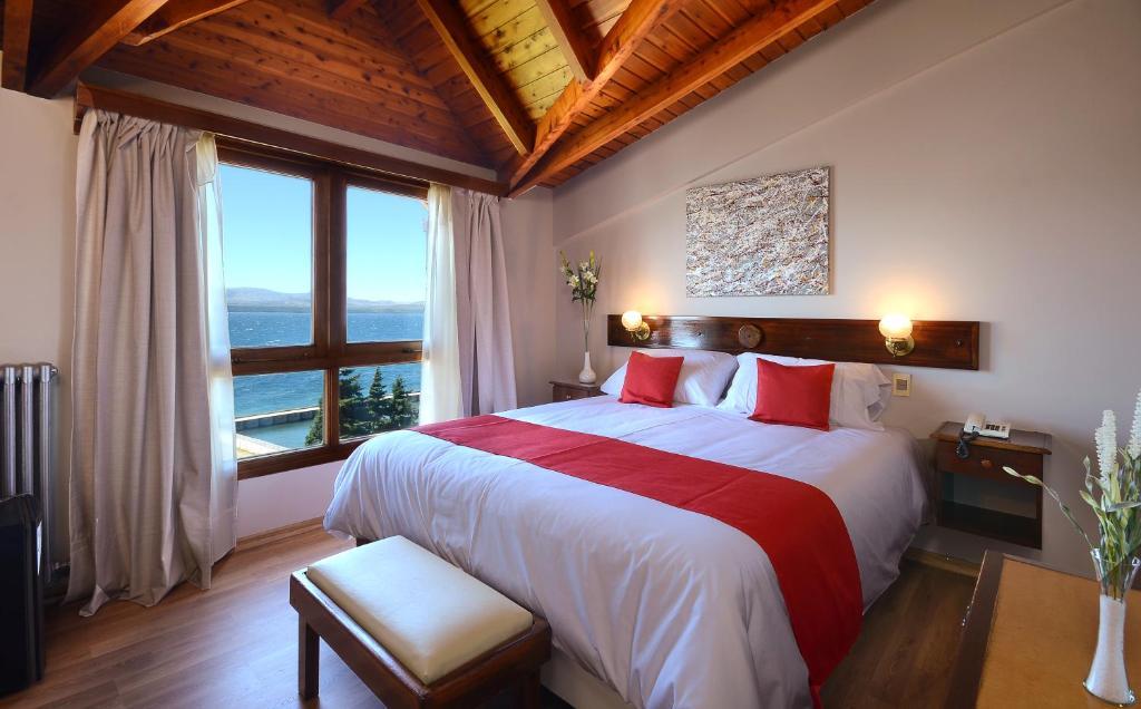 Una cama o camas en una habitación de Hotel Concorde