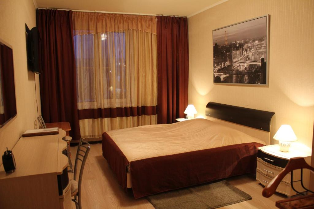 A bed or beds in a room at Hotel Zvezdny
