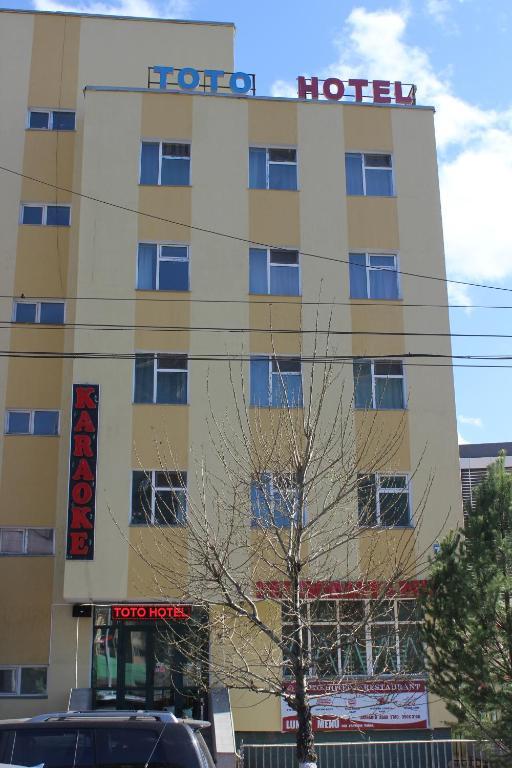 Teen girls in Ulaanbaatar