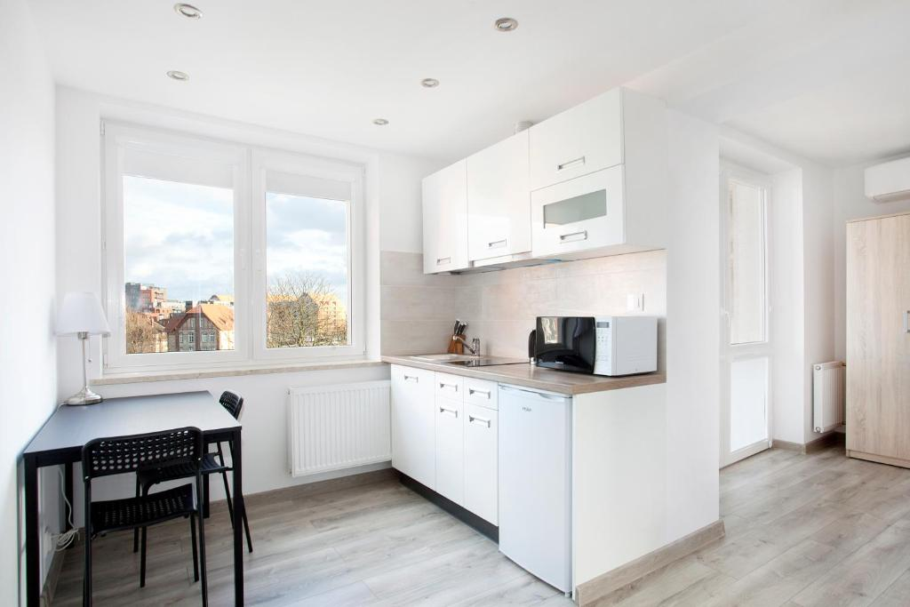 A kitchen or kitchenette at ZK by Happy 7 Apartments