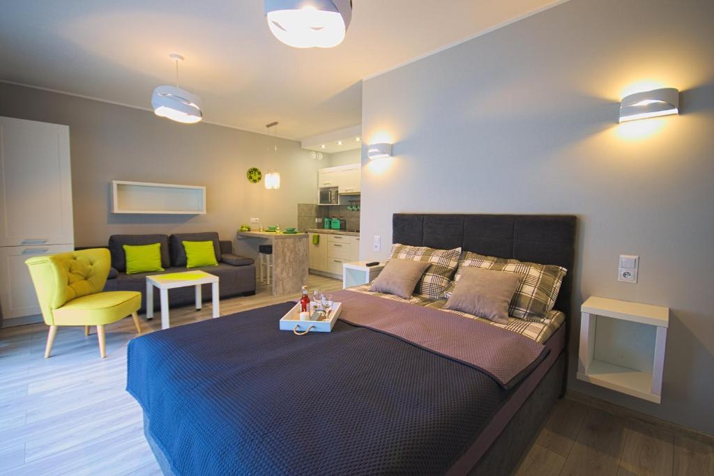 Łóżko lub łóżka w pokoju w obiekcie Apartament Limonkowy