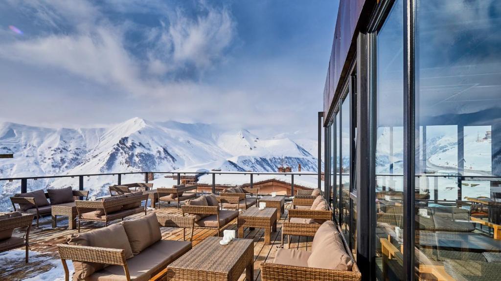Kalnų panorama iš apartamento arba bendras kalnų vaizdas