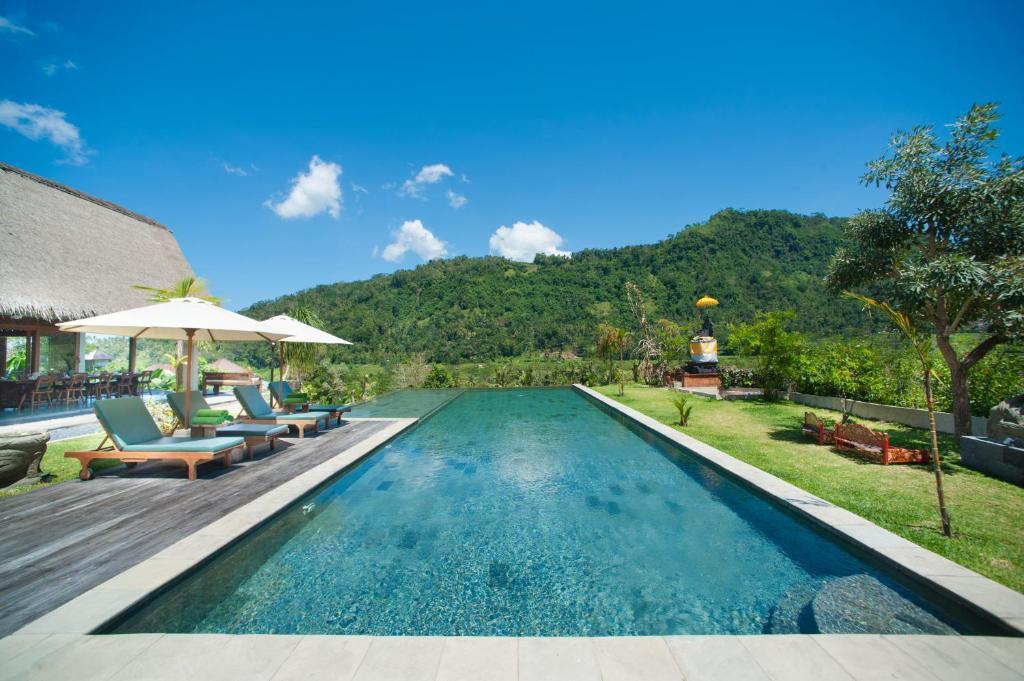 בריכת השחייה שנמצאת ב-Villa Sing Ken Ken או באזור