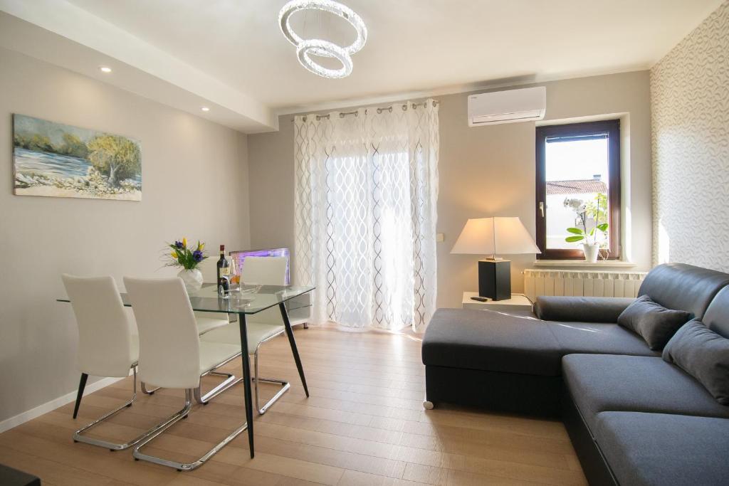 A seating area at Apartment Motovunska 39