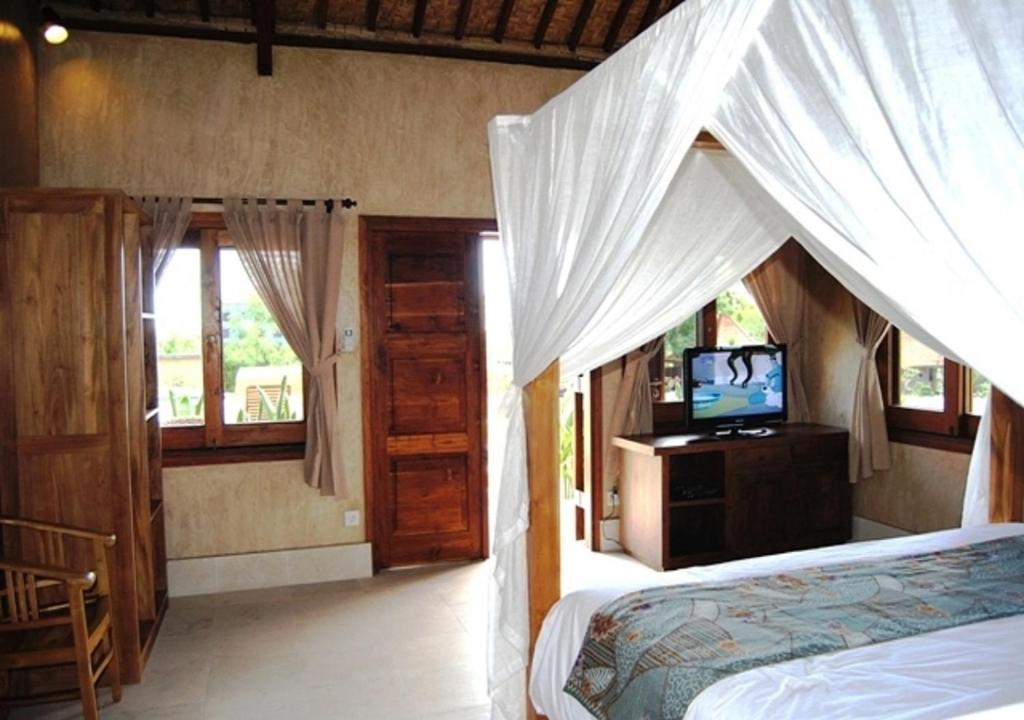 A bed or beds in a room at Three Monkeys Villas