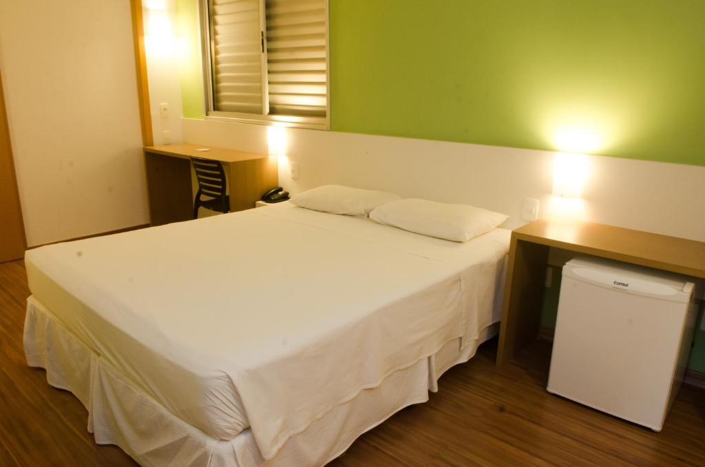 A bed or beds in a room at Stop Inn Antonio Carlos