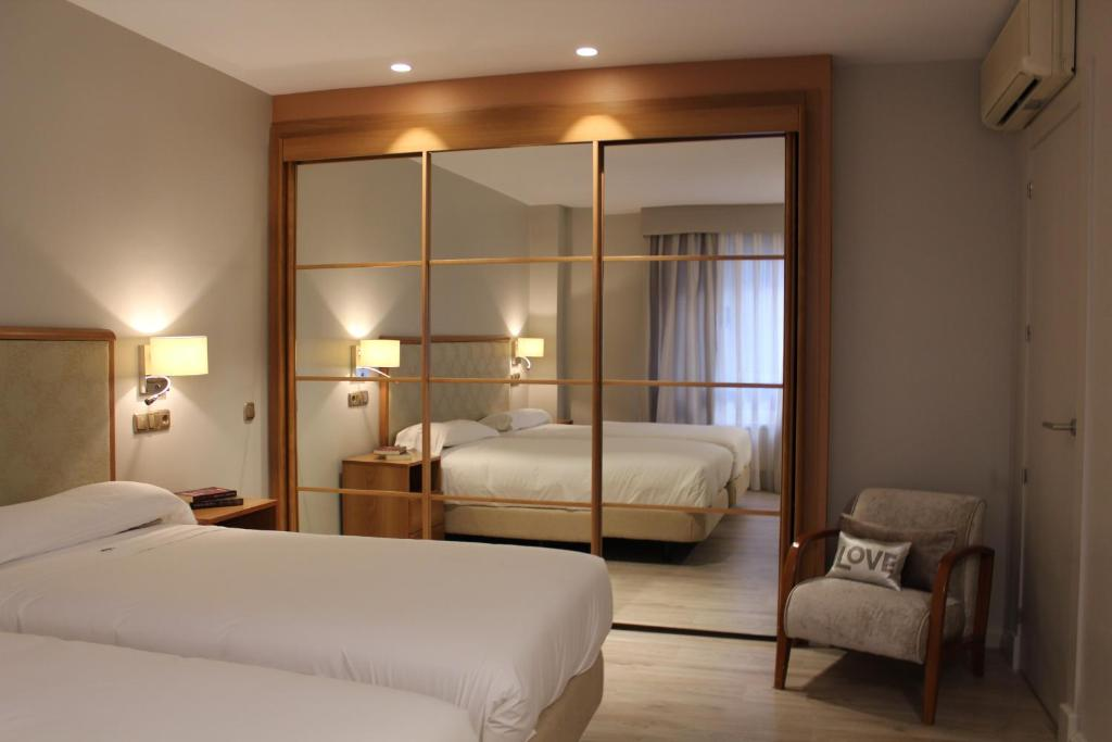 A bed or beds in a room at Hotel Carreño