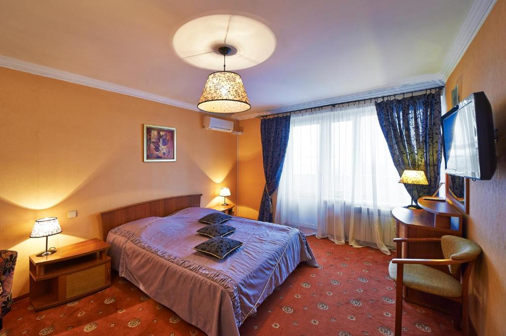 A bed or beds in a room at Hotel Moskvich