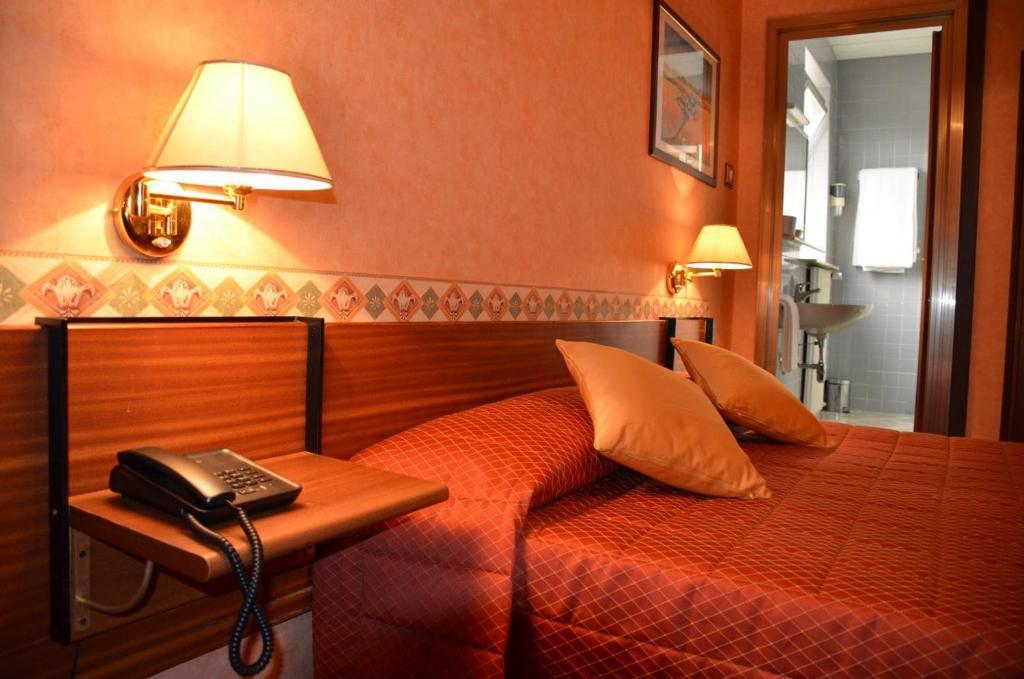 Ein Bett oder Betten in einem Zimmer der Unterkunft Hotel Milano