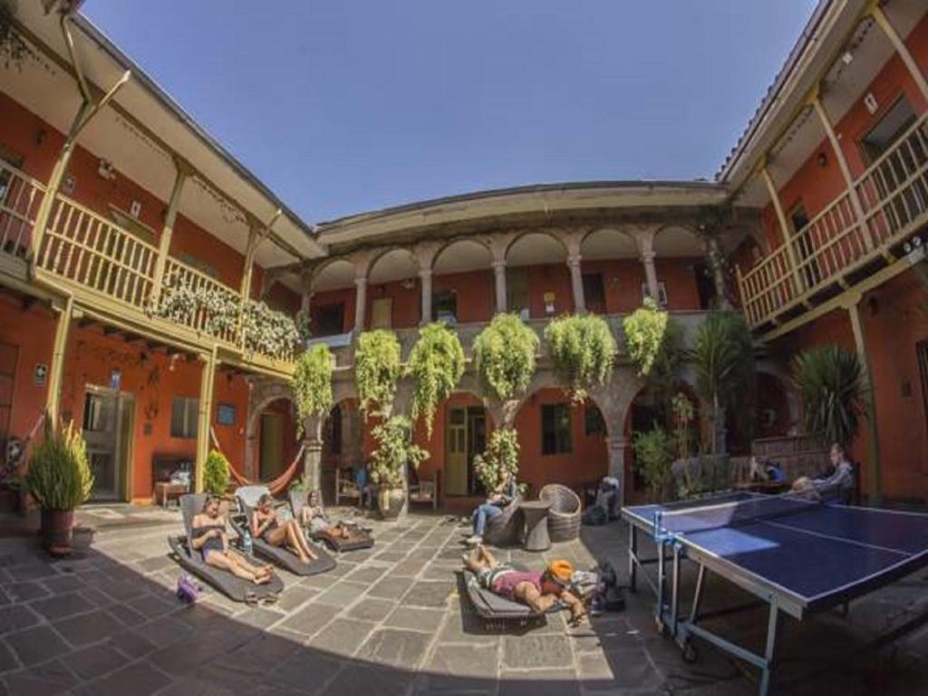 Instalaciones para jugar al ping pong en Ecopackers Hostels o alrededores