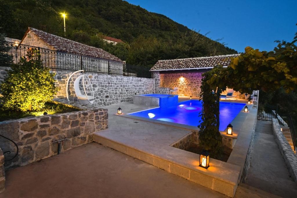 Bazén v ubytování Villa Dub nebo v jeho okolí