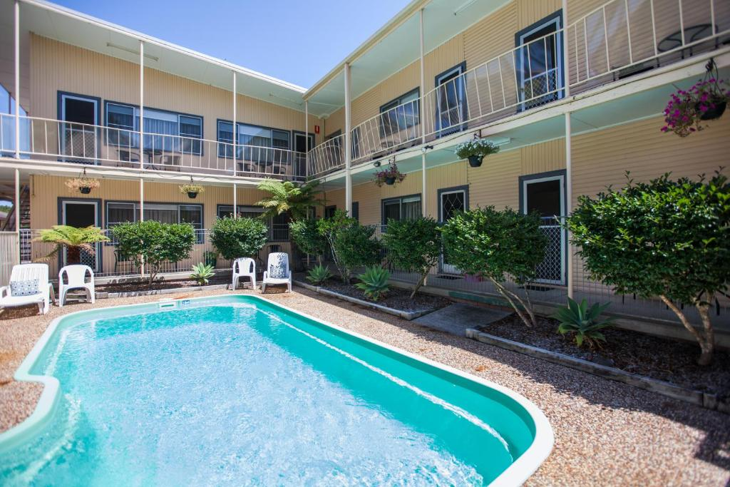 The swimming pool at or near Jasmine Lodge Motel