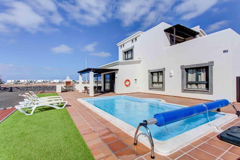 Hipoclub Villas, Aguamarina 3, Playa Blanca, Spain - Booking.com