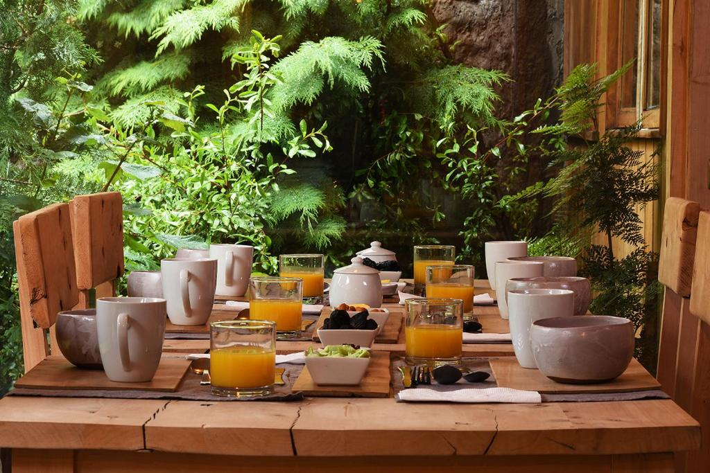 Breakfast options available to guests at Raices Bed and Breakfast