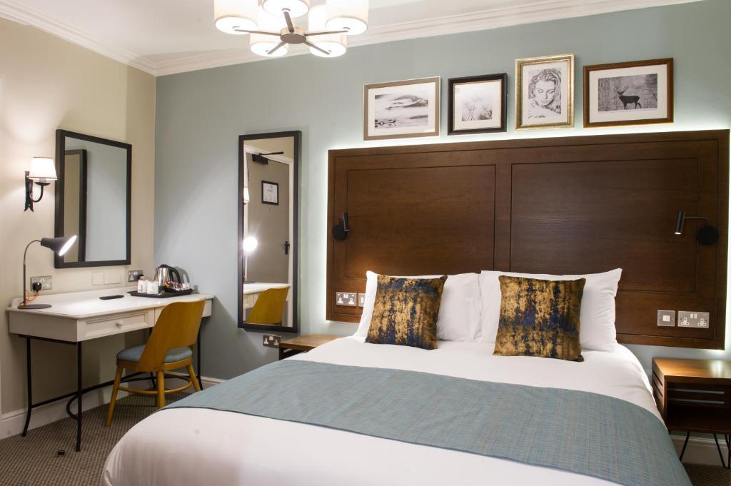 Postel nebo postele na pokoji v ubytování Innkeeper's Lodge Loch Lomond