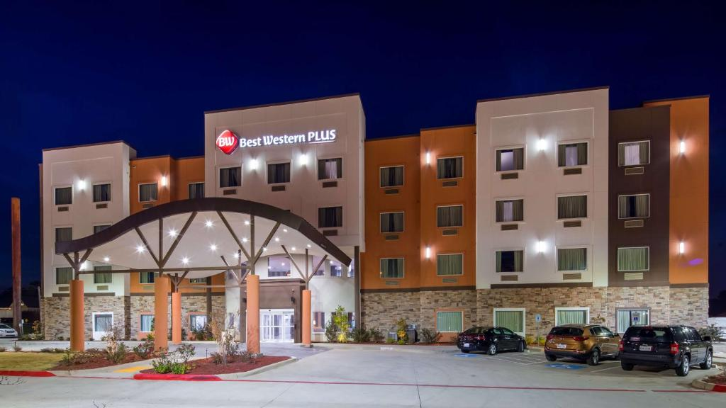 Best Western Plus Airport Inn & Suites.