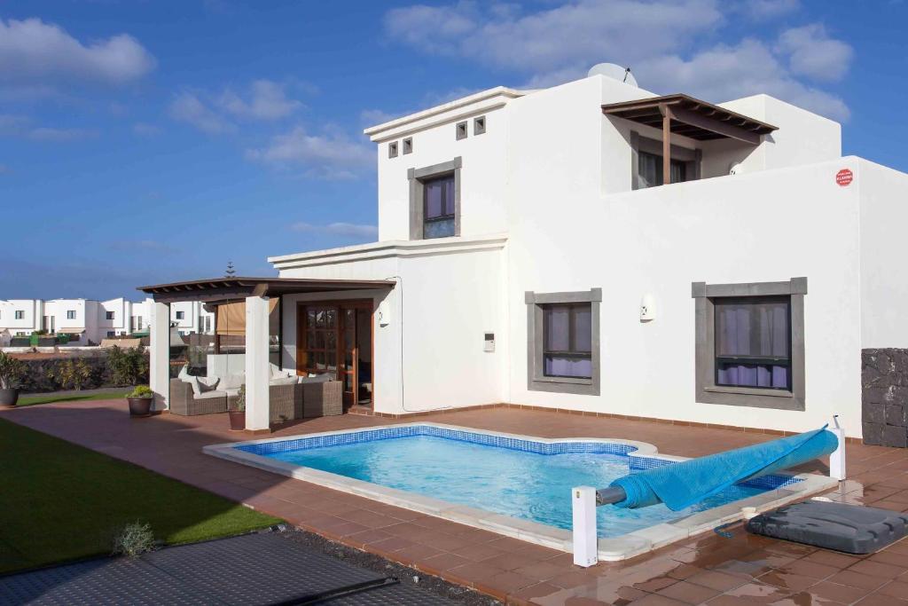 Hipoclub Villas, Zafiro 12 villa, Playa Blanca, Spain ...