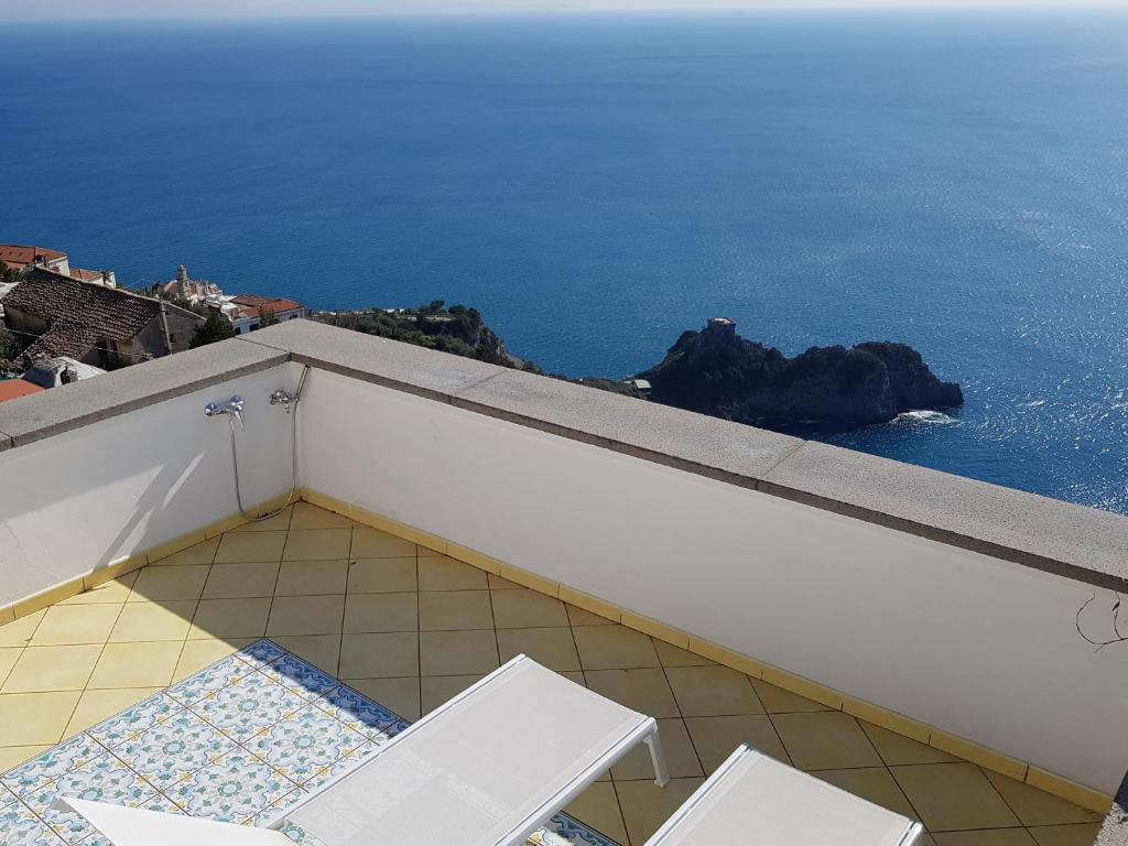 A balcony or terrace at Smeraldo Holiday House