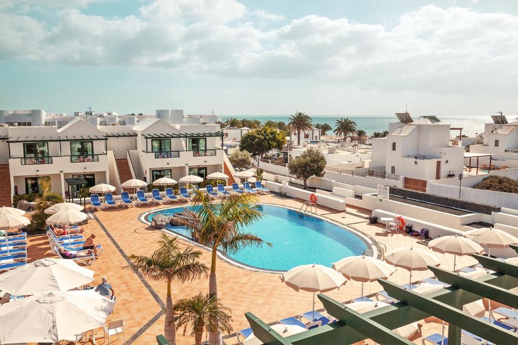 Vue sur la piscine de l'établissement Smartline Pocillos Playa Hotel ou sur une piscine à proximité