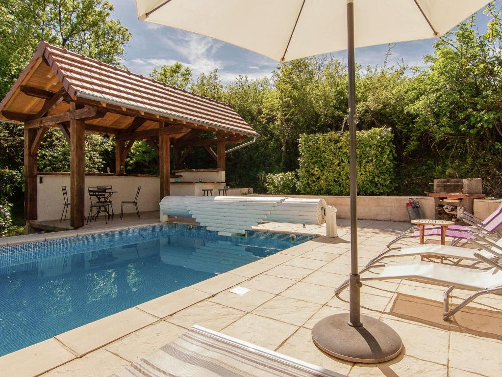 The swimming pool at or near Beautiful House with Pool in Saint-Sulpice-d'Excideuil