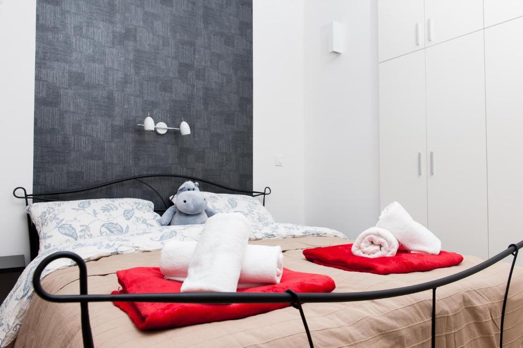 Ein Bett oder Betten in einem Zimmer der Unterkunft LOGO apartments