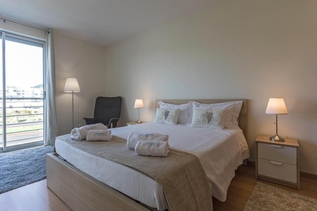 A bed or beds in a room at Casual City Apartment