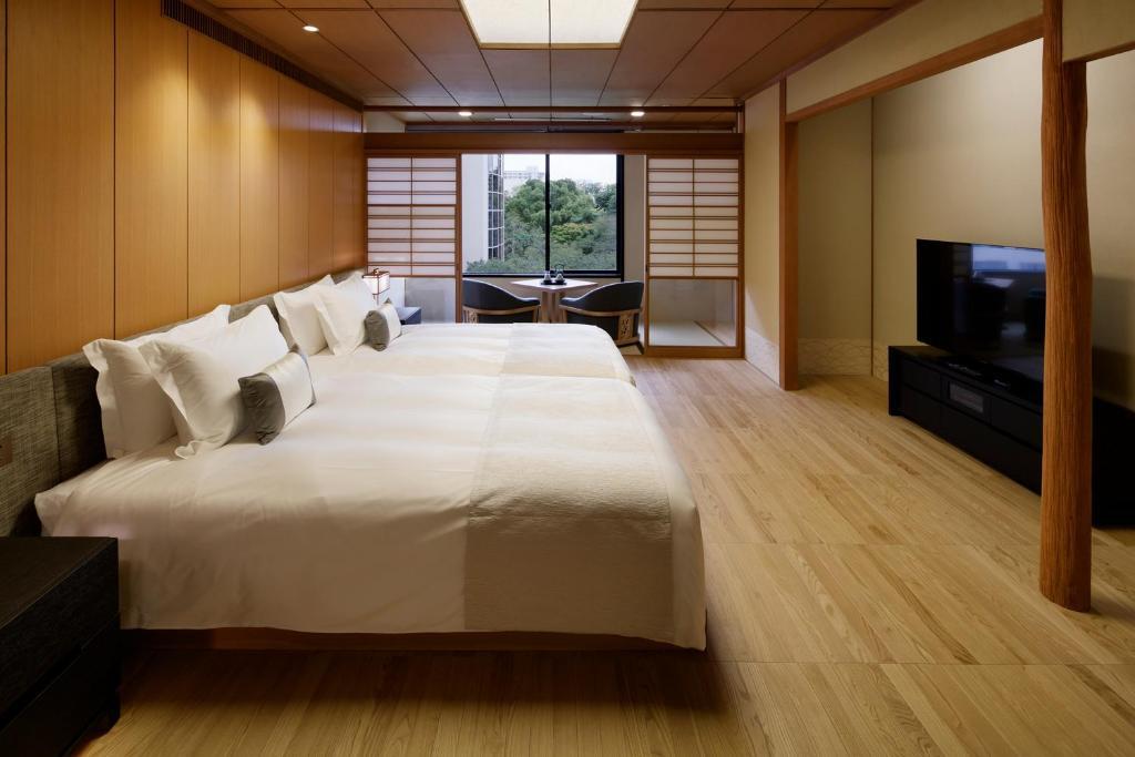 A bed or beds in a room at Grand Prince Hotel Takanawa Hanakohro