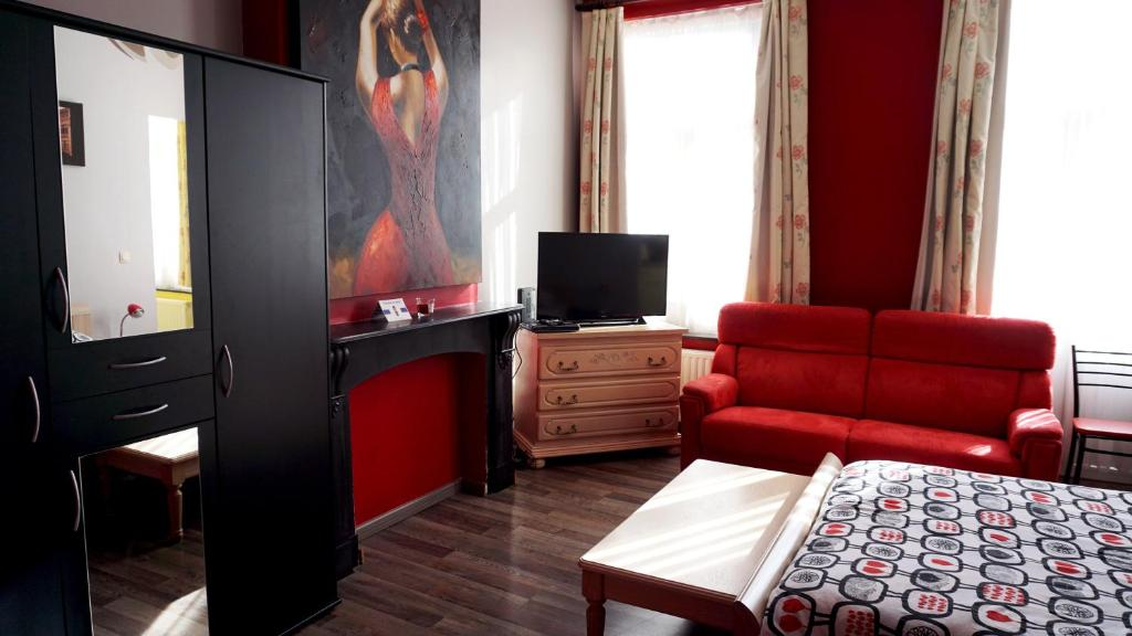 A television and/or entertainment center at Apartments Marco Polo Midi