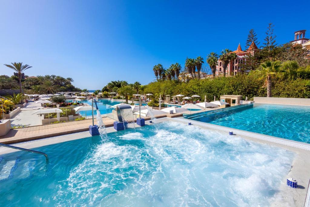 Het zwembad bij of vlak bij Gran Tacande Wellness & Relax Costa Adeje