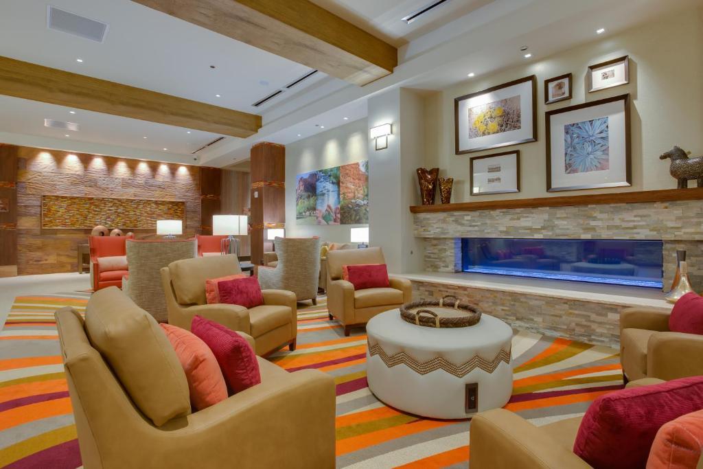 Salon oz. bar v nastanitvi Cliff Castle Casino Hotel