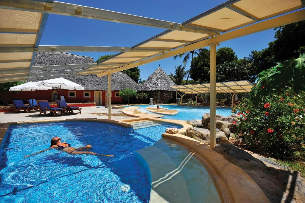 The swimming pool at or close to Diamonds Dream of Africa