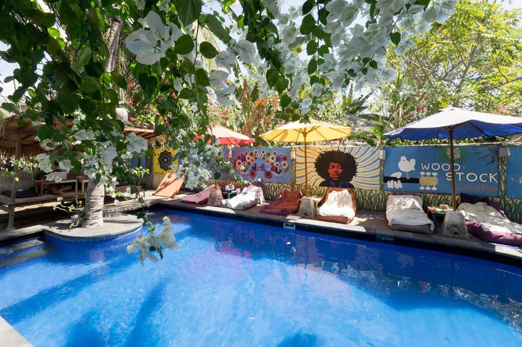 The swimming pool at or close to Woodstock Gili - Garden & Bungalows