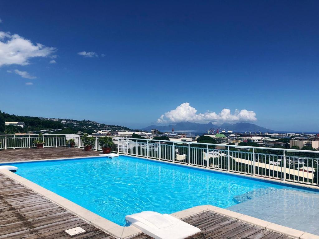 The swimming pool at or close to Studio Kaoha Nui