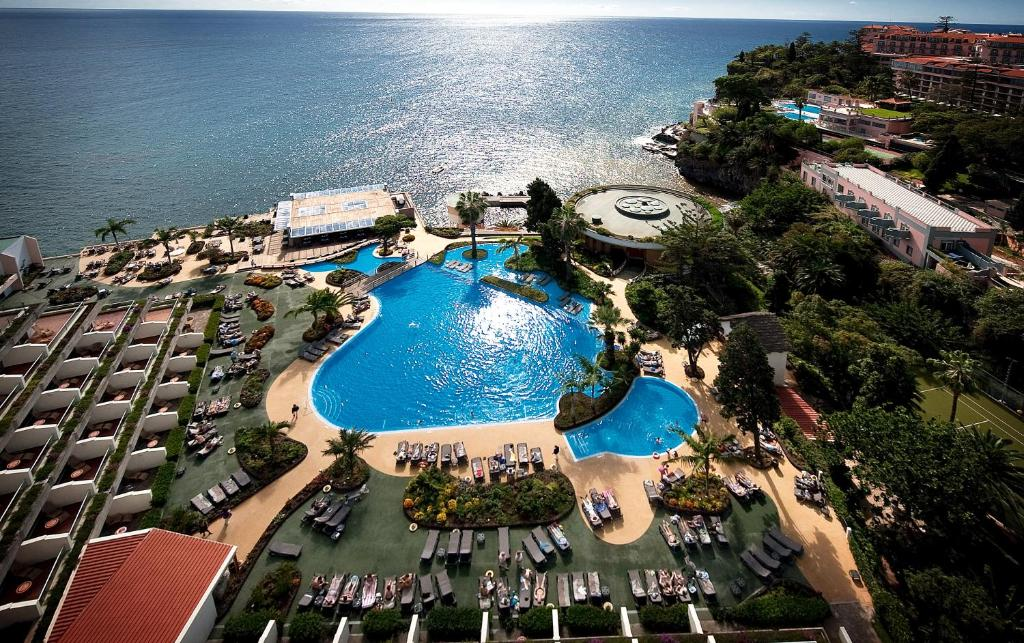 Een luchtfoto van Pestana Carlton Madeira Ocean Resort Hotel