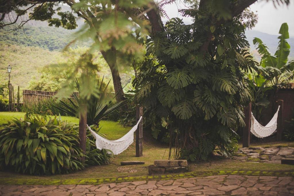 A garden outside AlmaSerra Vila