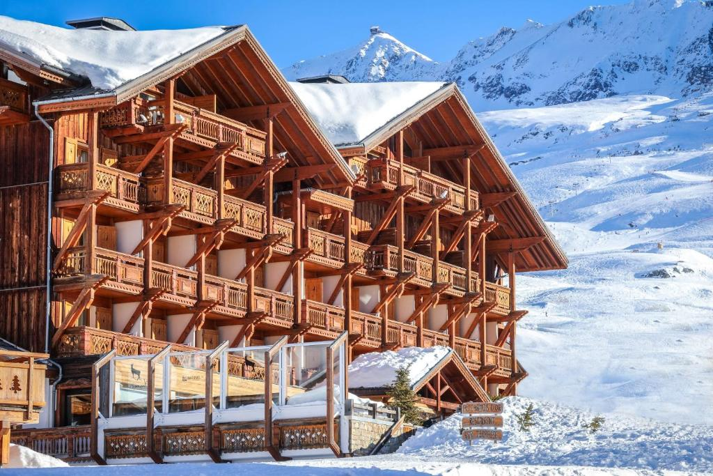 Hotel Au Chamois d'Or during the winter