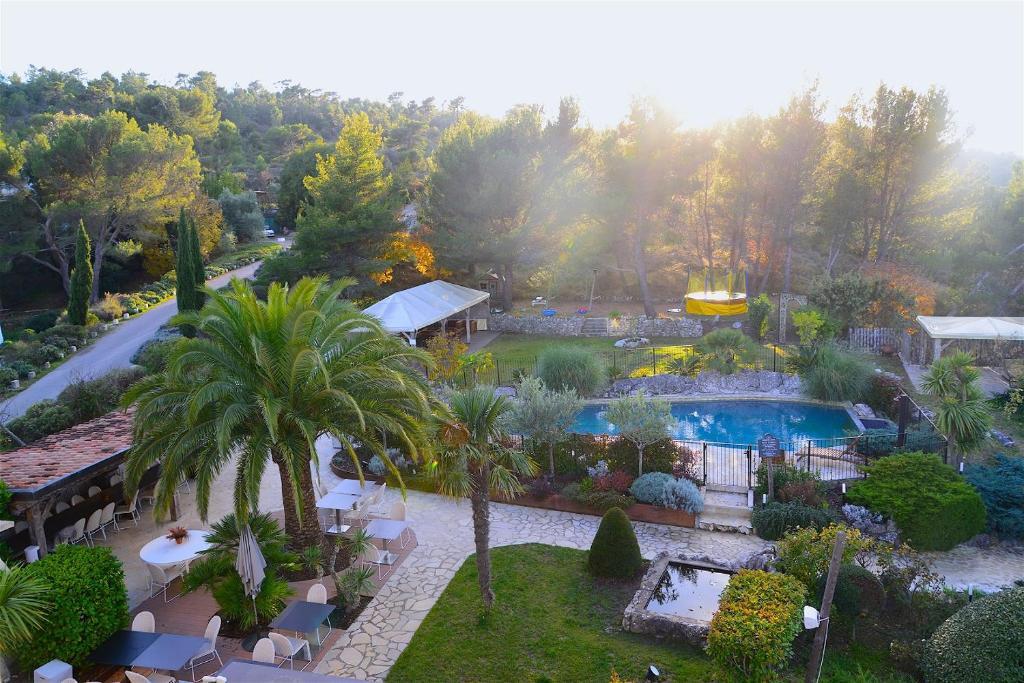 エズ エルミタージュ オテルの敷地内または近くにあるプールの景色