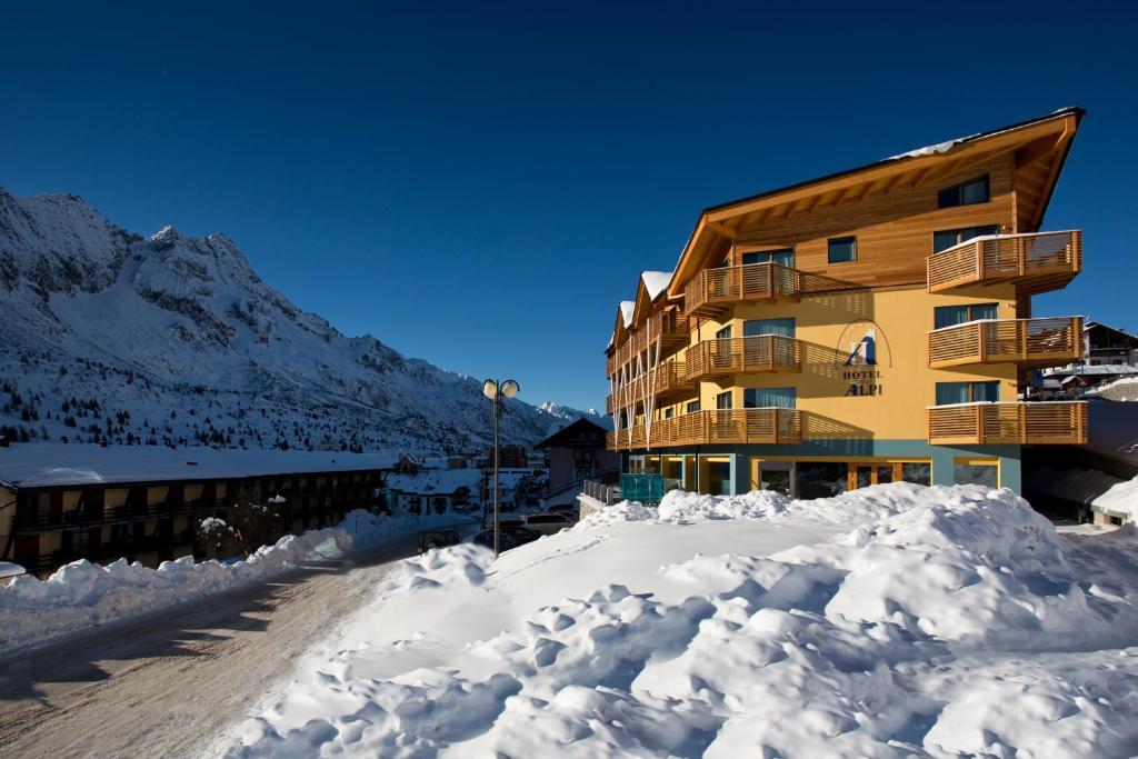Hotel Delle Alpi during the winter
