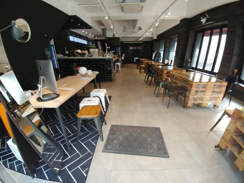 A restaurant or other place to eat at Sum Guesthouse Nampo Garosugil