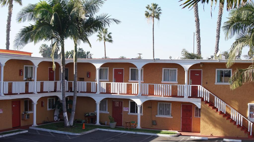 Paradise Inn & Suites.