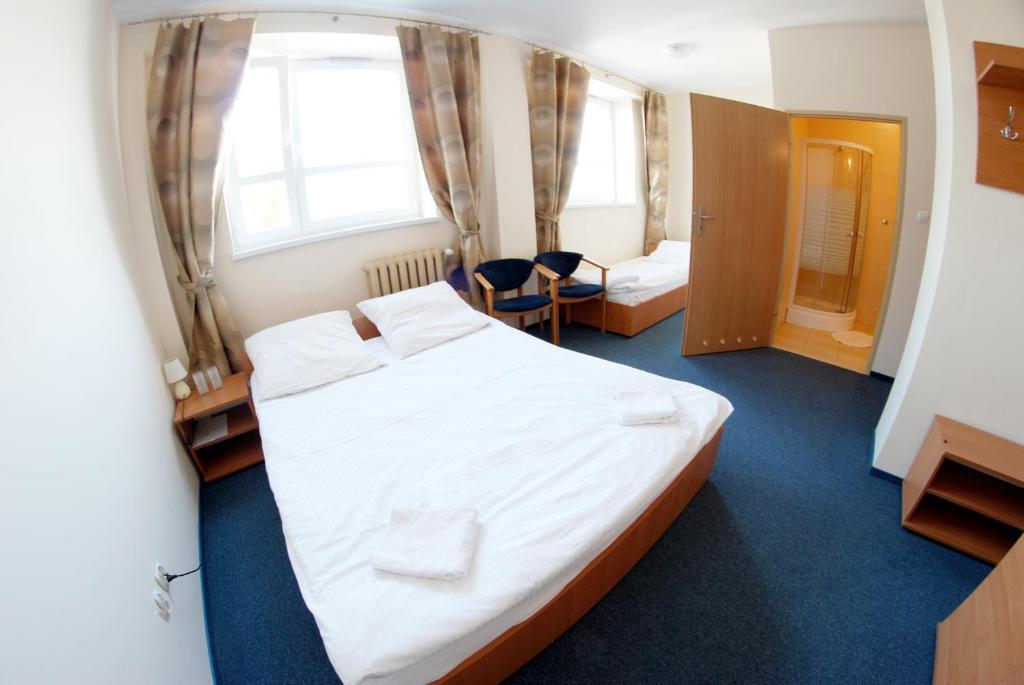 Cama o camas de una habitación en Hotel Stacja Kutno