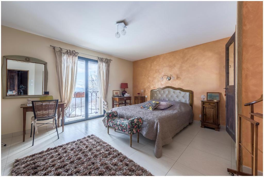 Un ou plusieurs lits dans un hébergement de l'établissement Château Serigues